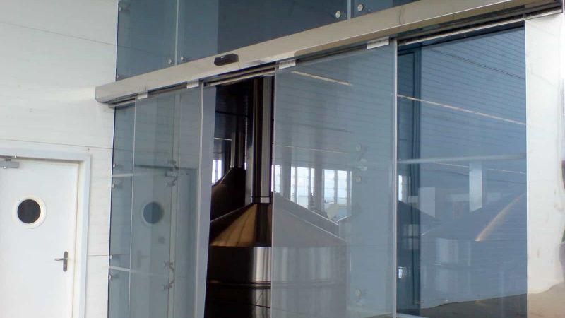 fotoselli kapılar yoğun kullanıma uygundur ve alışveriş merkezlerinde dükkanlarda sıkça kullanılır