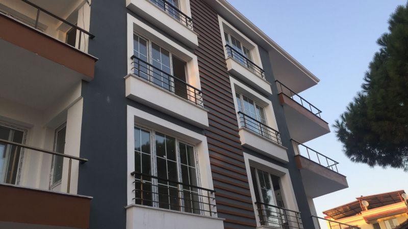 dış cephe görseliyle birleştirilen balkon korkuluğu