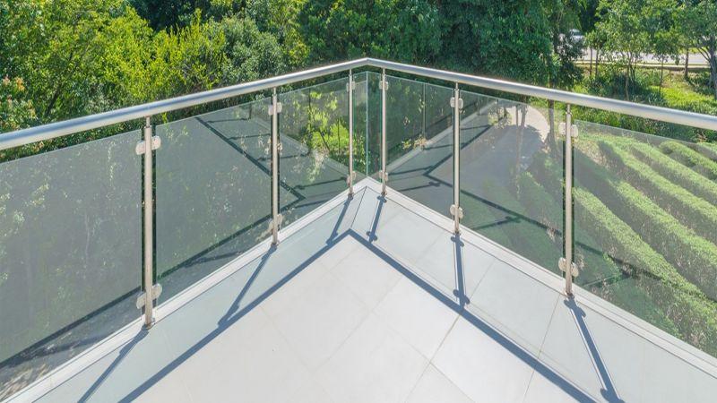balkona güvenlik sağlayan korkuluk küpeşte hizmeti