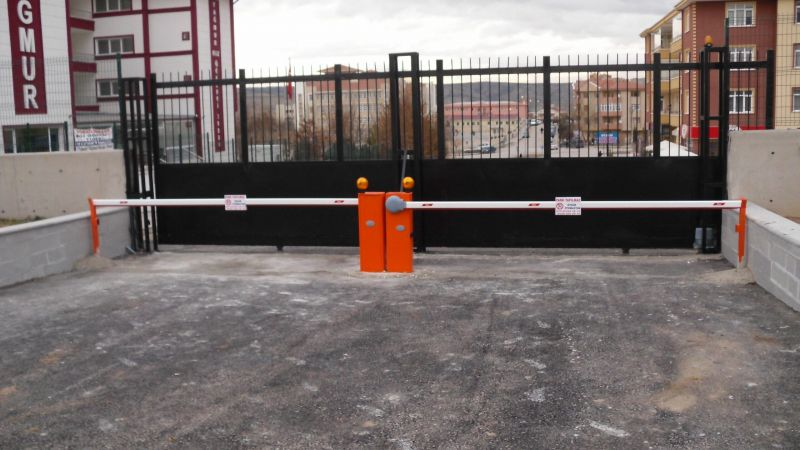 garajlara kullanılan kollu bariyer sistemleri otomatik kumandasıyla araç giriş çıkışını kolaylaştırır